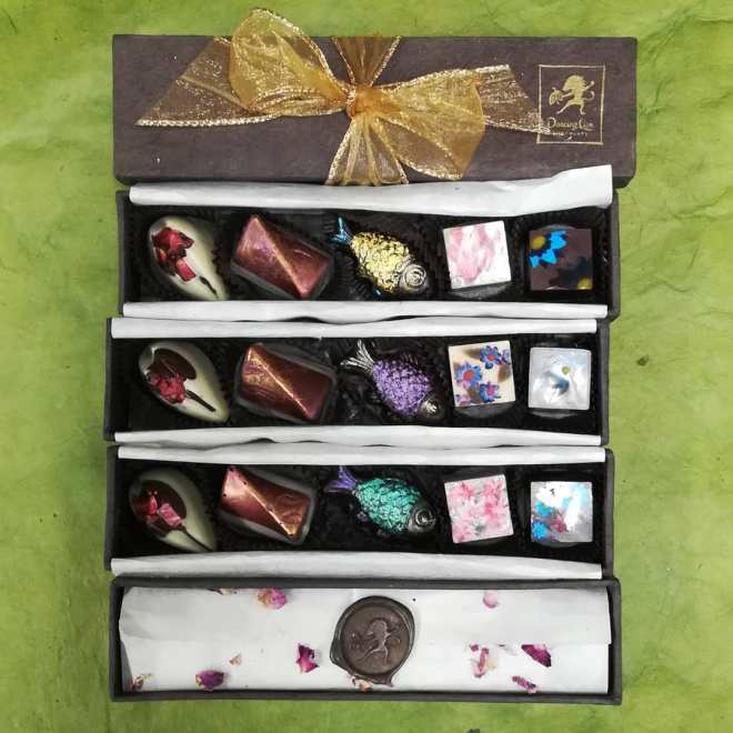 SPRING FLOWER BONBON BOXES - Survival Chocolate No.6.#chocolatier #handpainted #flowers