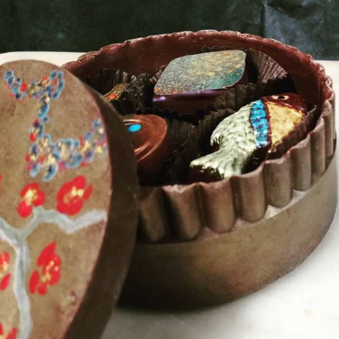 """Chocolate """"Jewelry"""" Box with Eight Bonbons"""