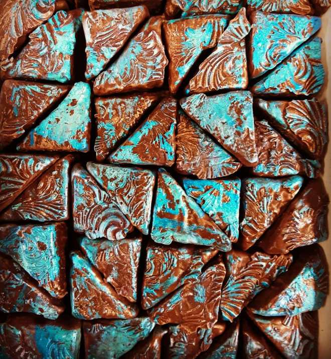 BLUE, AL DENTE - firm brown sugar caramel engrossed in Tikal Guatemalan milk chocolate. Hint of 5 spice.#chocolatier #caramel @ecolechocolat