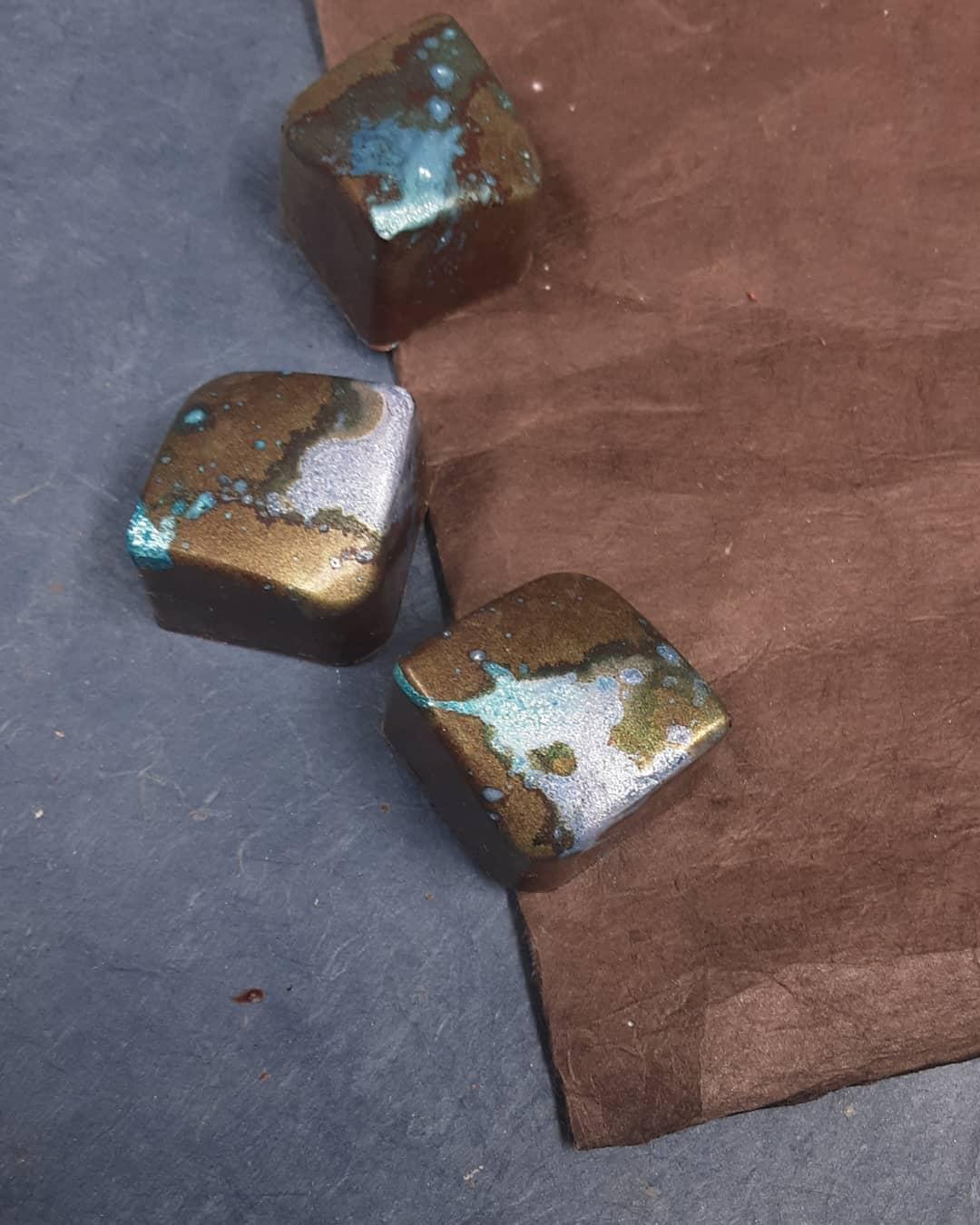 BETWEEN RAINDROPS: Dominican Republic juniper ganche in Belize dark chocolate #chocolatier @fruitionchocolate #lightandshadowbetween raindrops light glistens, treetops dancebetween raindrops one can lingerand relax