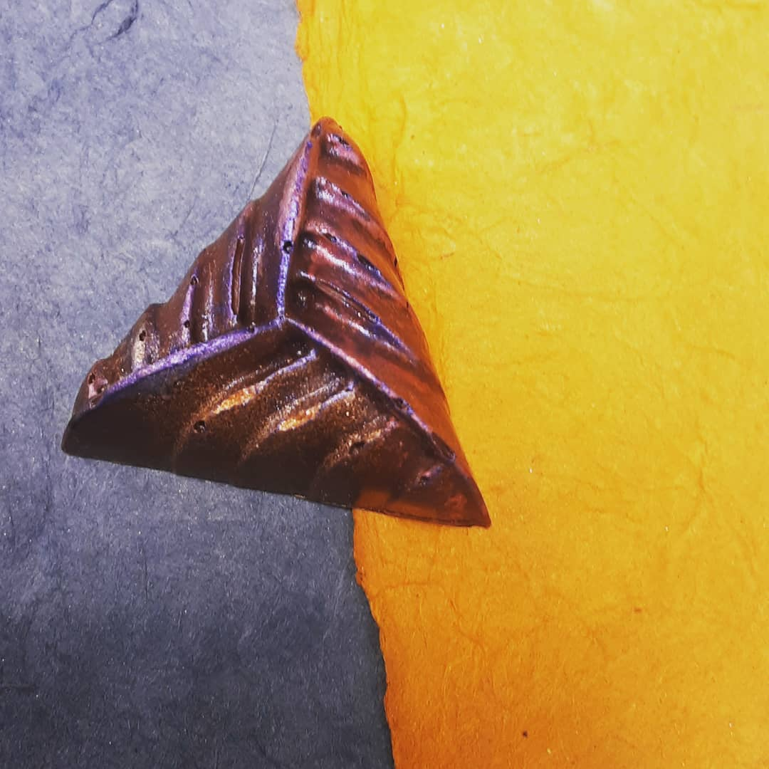 "ANTIGUA AFTERNOON - ""I'x Jaguar"" Guatemalan dark chocolate ganache cast in a Brazilian ""Catongo Farmgate"" dark milk chocolate shell.#chocolatier #darkchocolate #darkmilkchocolate @dantachocolate @chocolatealchemy"