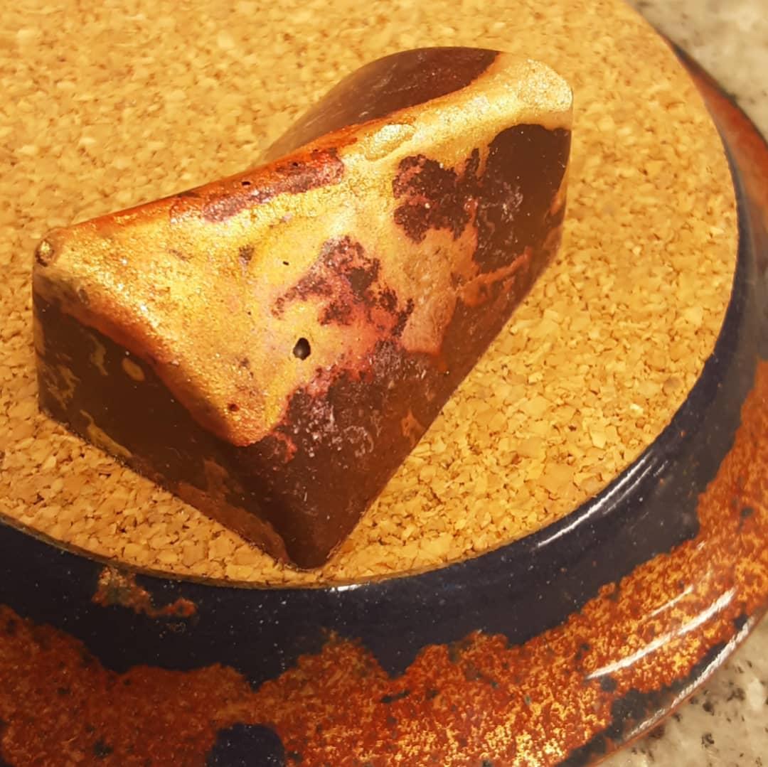 "EXUBERANT ART - tamarind with grains of paradise, fenugreek and local honey with spectacular Peruvian ""Piura"" dark chocolate. #chocolatier #beantobonbon #chocolateasart @phat_riot Make your art BIG."