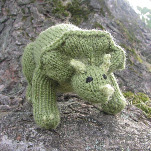 Dinosaur Triceratops amigurumi pattern | Amiguroom Toys | 512x512