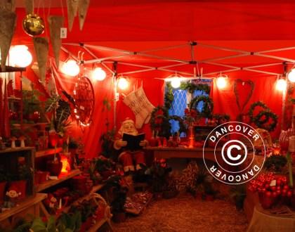 Mercatino di Natale all'interno di un'elegante tenda per mercatini