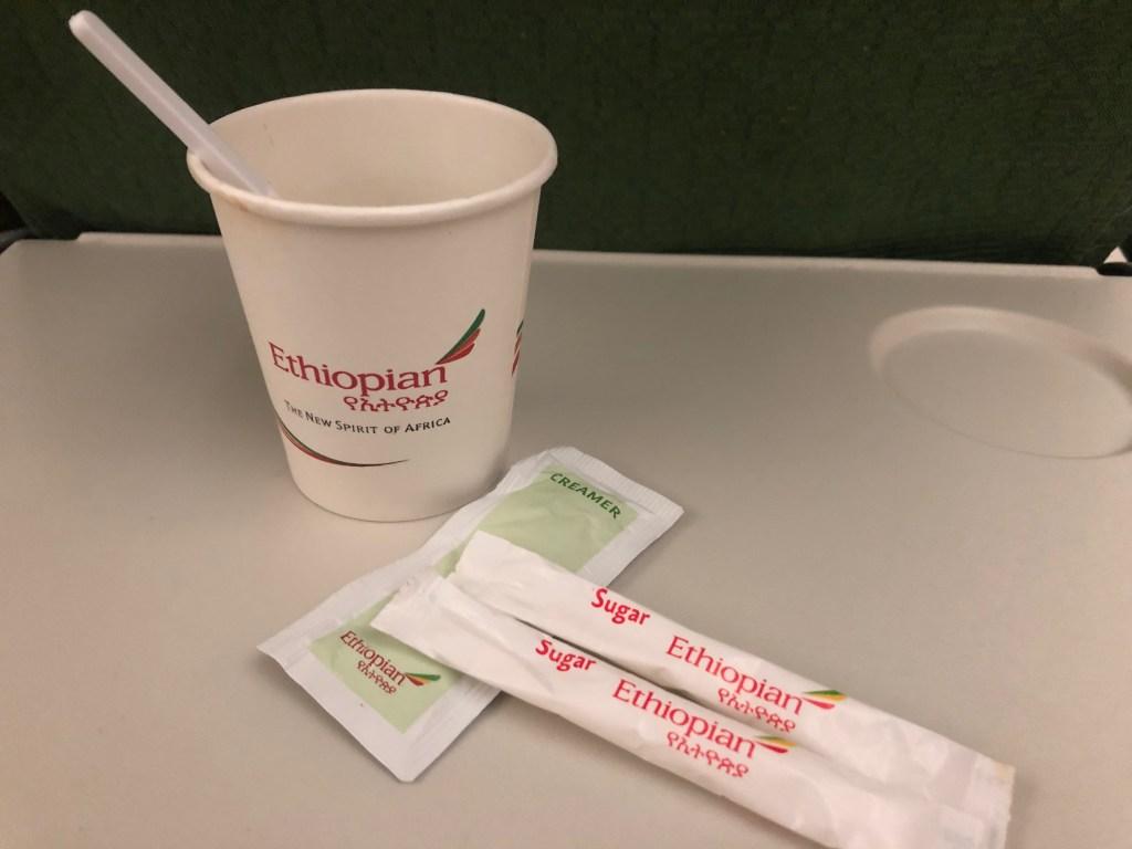 エチオピア航空ET673便で提供されたコーヒーです。インスタントコーヒーでした。
