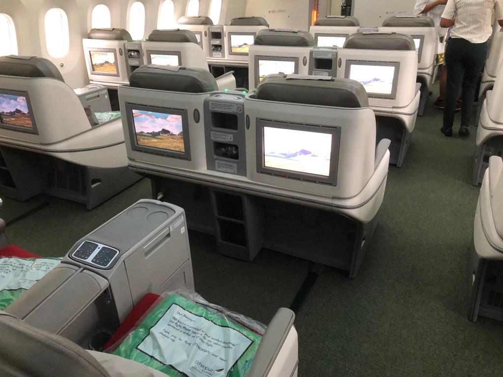 ET672便のビジネスクラスの様子です