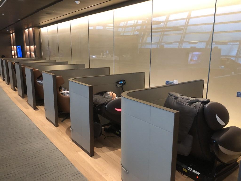 仁川空港アシアナ航空ビジネスクラスラウンジのパーソナルスペースは常に満席でした。