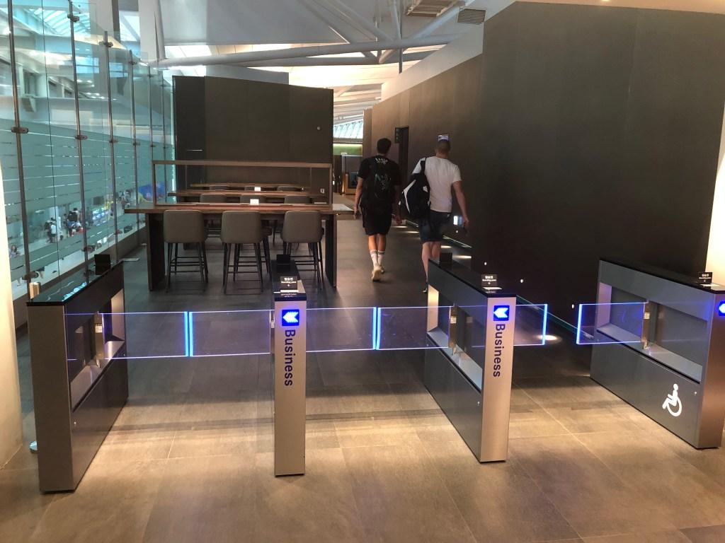 最新仁川空港アシアナ航空ビジネスクラスラウンジ入場ゲートの様子