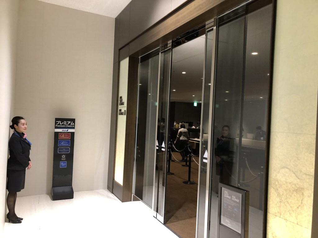 9月3日にオープンした伊丹空港室内型ANA PREMIUM CHECK-INの入口