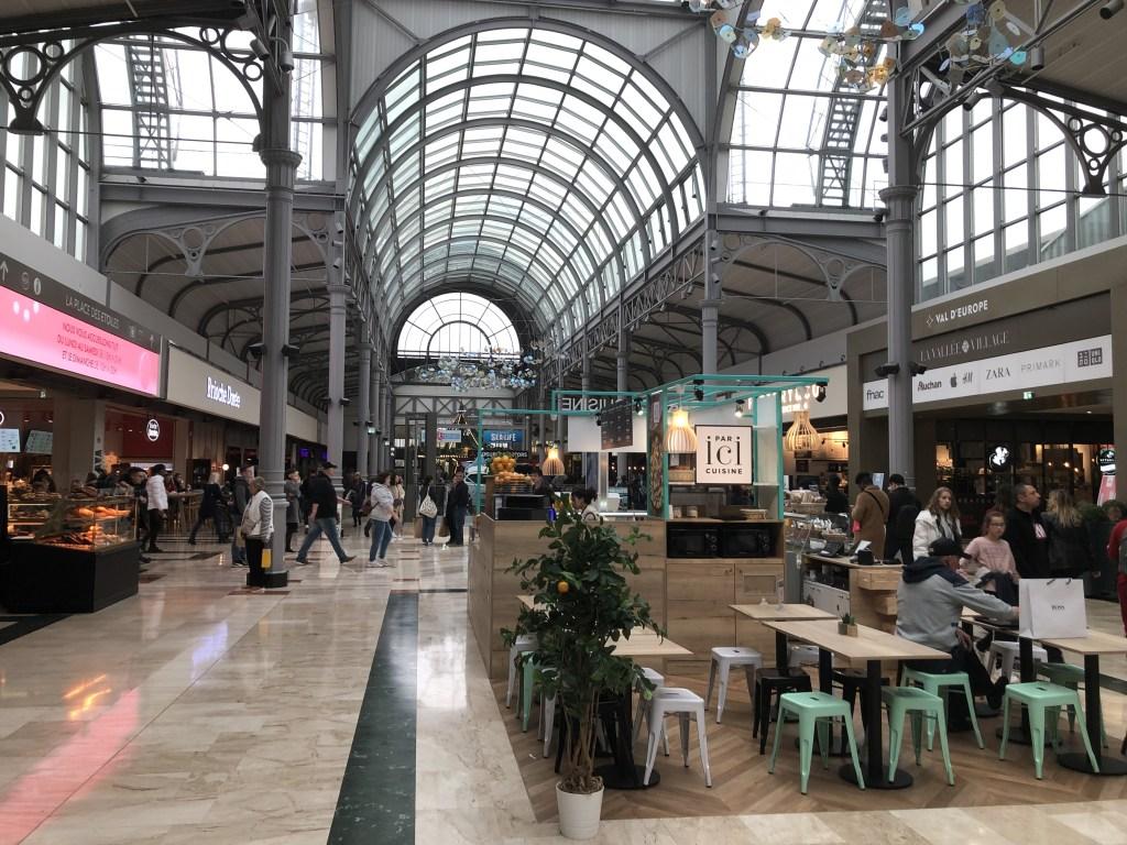 アウトレットモールに隣接する''Val d'Europe Shopping Center'のレストランエリア