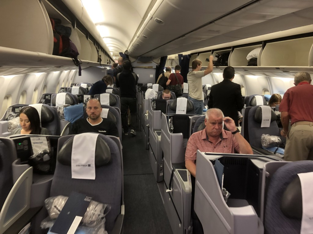 UA854便(NH7172便)リマ行のビジネスクラス ポラリスの様子