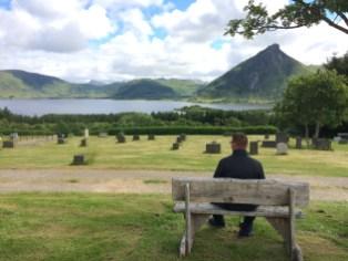 Friedhof in Bostad mit sagenhaften Ausblick auf den Lofoten (Norwegen)
