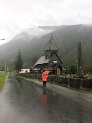 """Stabkirche Röldal bei """"sommerlichem""""Wetter"""