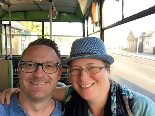 mit einem alten Bus durch Kaunas (Litauen)