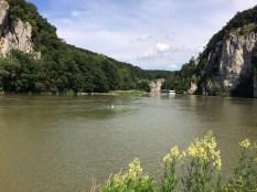Verbotene Badevergnügen am Donaudurchbruch
