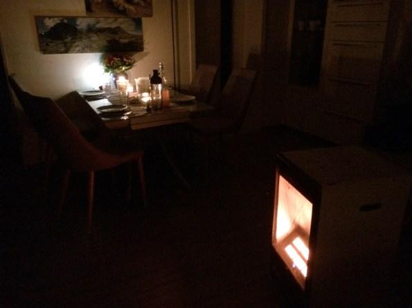 Romantisches Abendessen - man beachte den Gasofen.