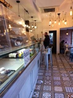 Beim Bäcker in Bilbao (man beachten den Fußboden)