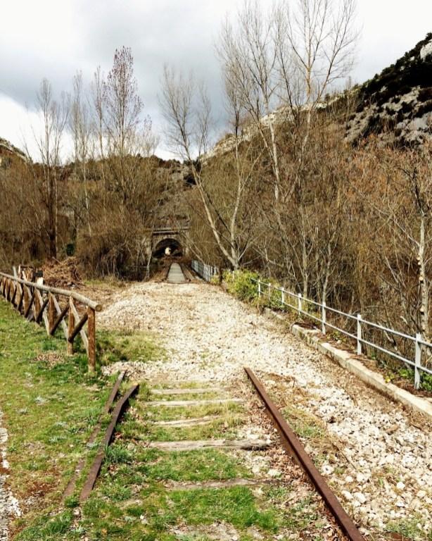 Auf alten Gleisen wandern bei Ona