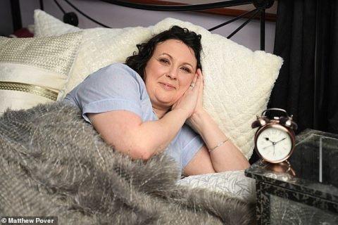 Paula Steward - người mắc chứng bệnh không thể tự thức dậy.