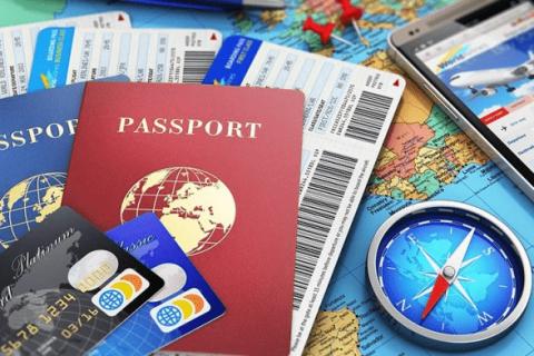 Giấy tờ tùy thân là vật dụng quan trọng hàng đầu trong valy du lịch.
