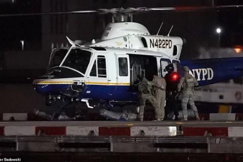 Hành trình trùm vượt ngục Mexico đến nhà tù an ninh nhất nước Mỹ: Hai lần trực thăng, hàng chục xe hộ tống - Ảnh 1.