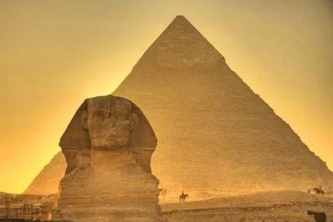 Kim tự tháp Giza và tượng nhân sư khổng lồ Sphinx