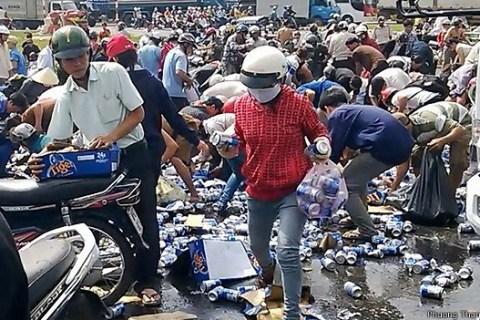 """Những vụ """"hôi của"""" đáng xấu hổ của người Việt"""