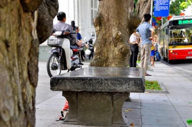 Chiếc ghế đá độc nhất vô nhị ở Hà Nội