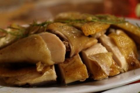 Thịt gà luộc rất bắt mắt