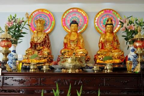 Phật tử đã Quy y thì nên thờ Phật và Gia Tiên.