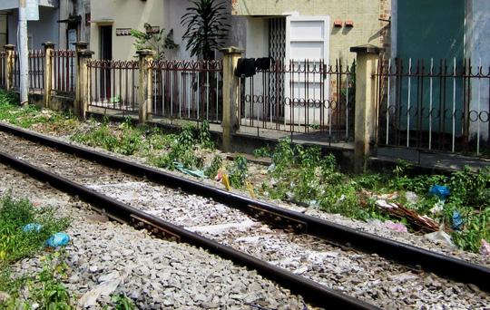 Nằm trên đường ray, người đàn ông bị tàu hỏa tông chết - Báo Người lao động