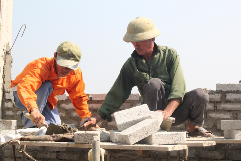 Hà Tĩnh: Những vui buồn đời thợ xây | Xã hội
