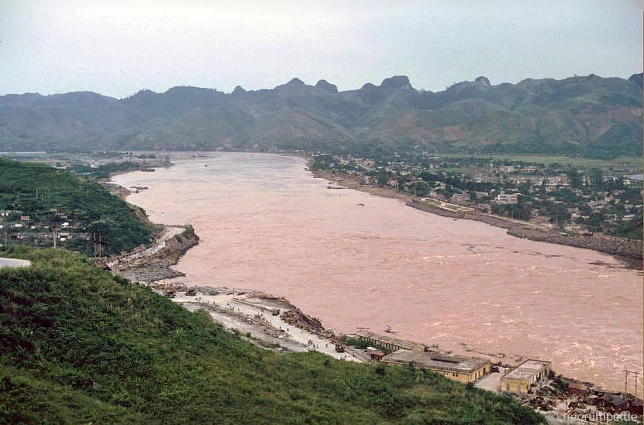 Hὸa Bὶnh: Sông Đà
