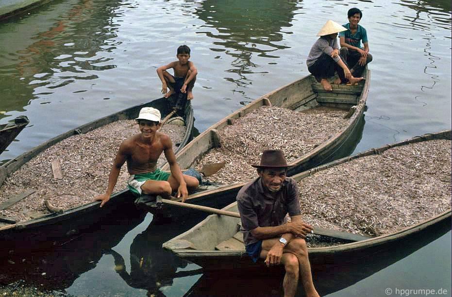 Nha Trang: Thuyền ở chợ cά với