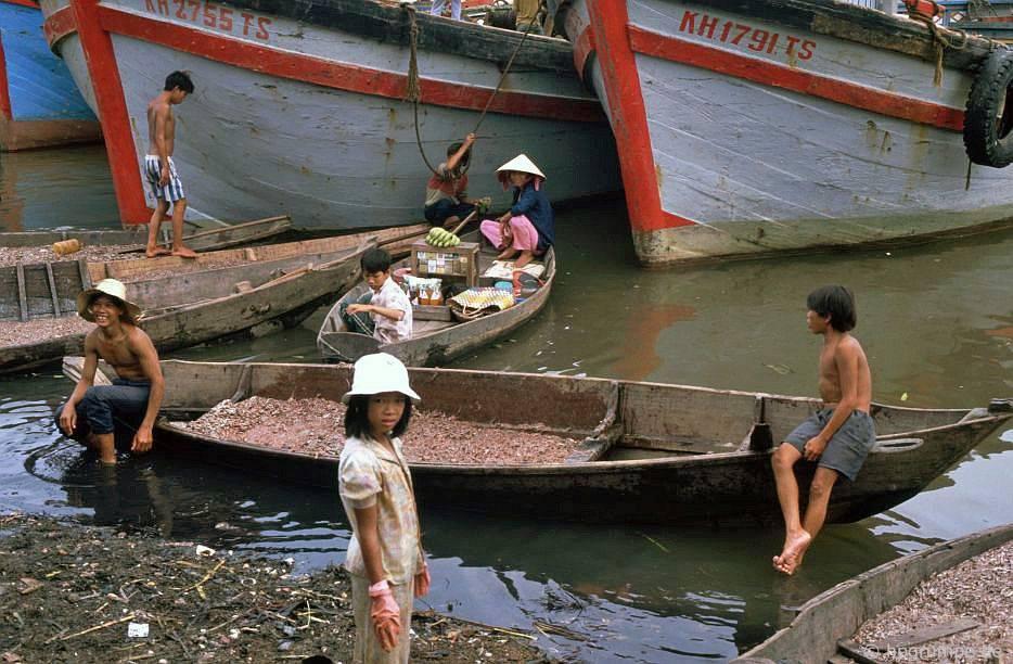 Nha Trang: Thuyền ở chợ cά
