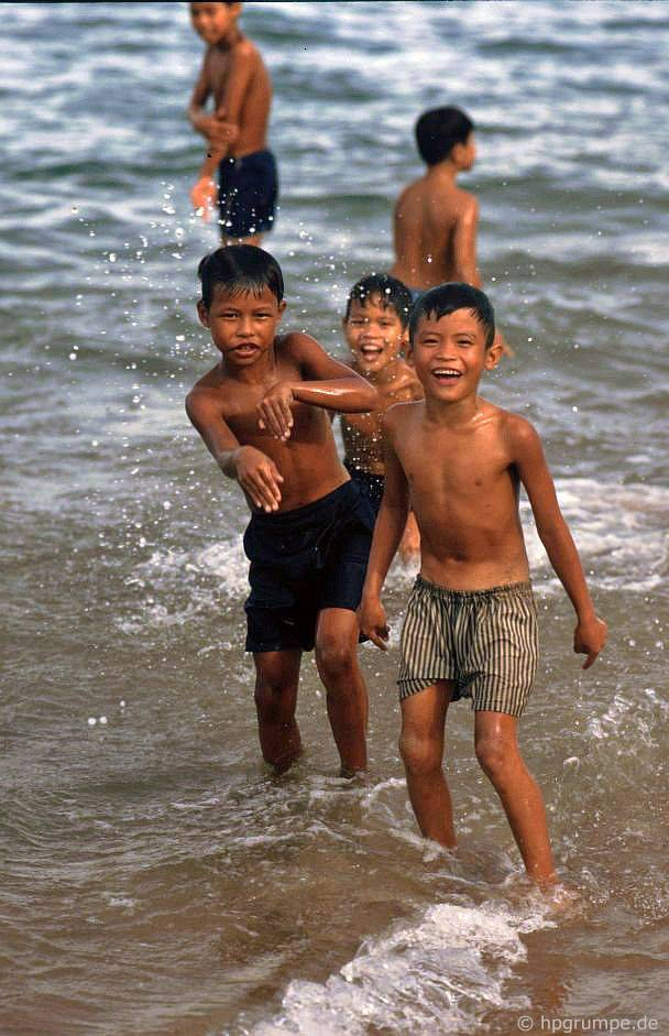 Nha Trang: trên bᾶi biển