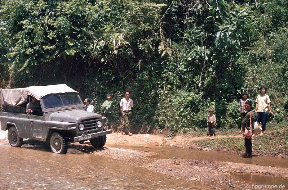 Đường phίa trước Điện Biên