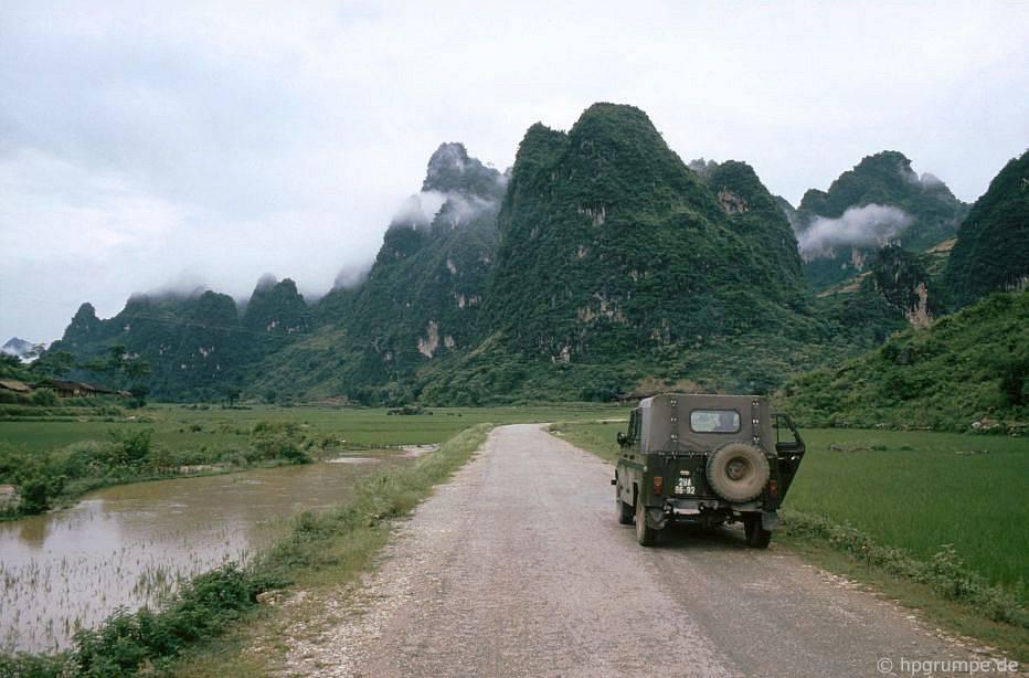 Phong cἀnh giữa Cao Bằng và biên giới Trung Quốc