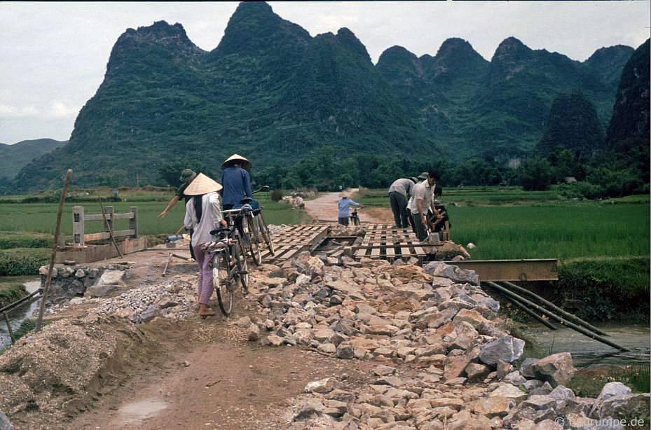 Đường giữa Cao Bằng và biên giới Trung Quốc