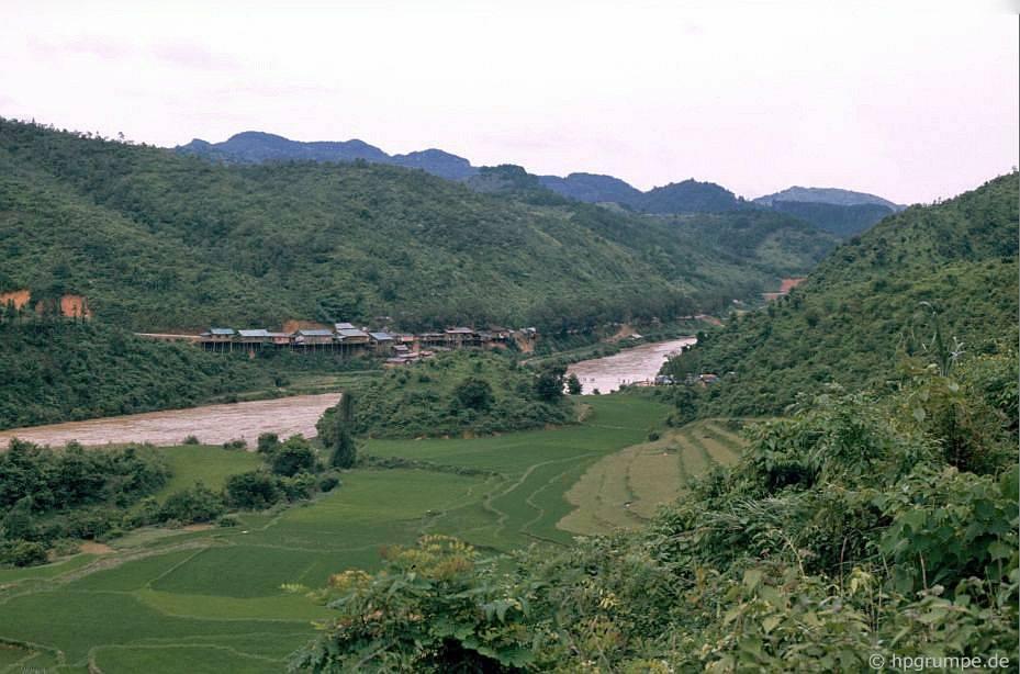 sông biên giới