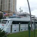 Yacht a Riverwalk