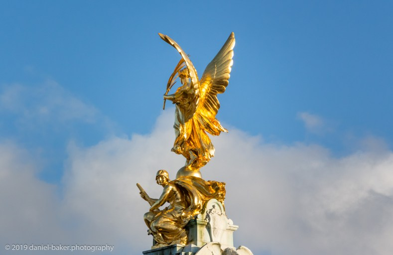 Golden statue at Buckingham Palace