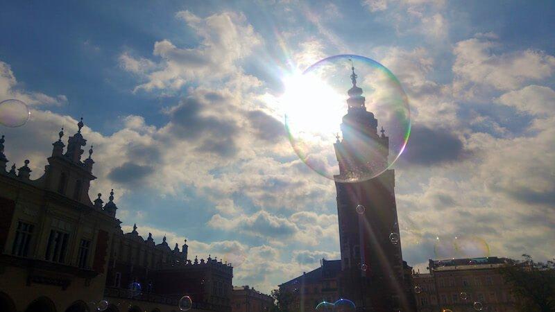 Descopera Cracovia prin fotografie bula de sapun Joosep Viik Daniela Bojinca Blog