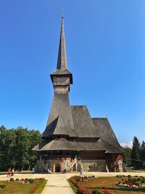 vizitat cea mai inalta biserica de lemn din romania sapanta maramures work and travel daniela bojinca blog