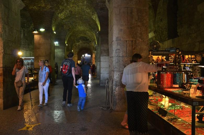 porões do palácio diocleciano - cidade histórica - split - croácia - dalmácia