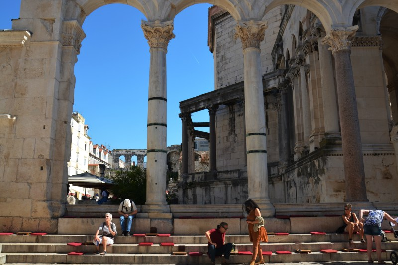 Peristilo - palacio de deocleciano - split - croácia - dalmácia