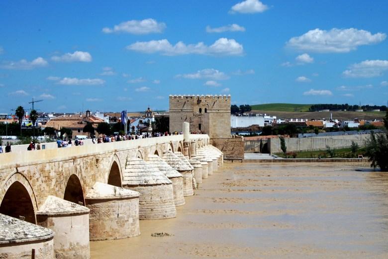 ponte romana-centro-historico-cordoba-espanha-andaluzia-turismo