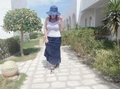 dove soggiornare a Djerba: donna nei viali de Les jardins de Toumana
