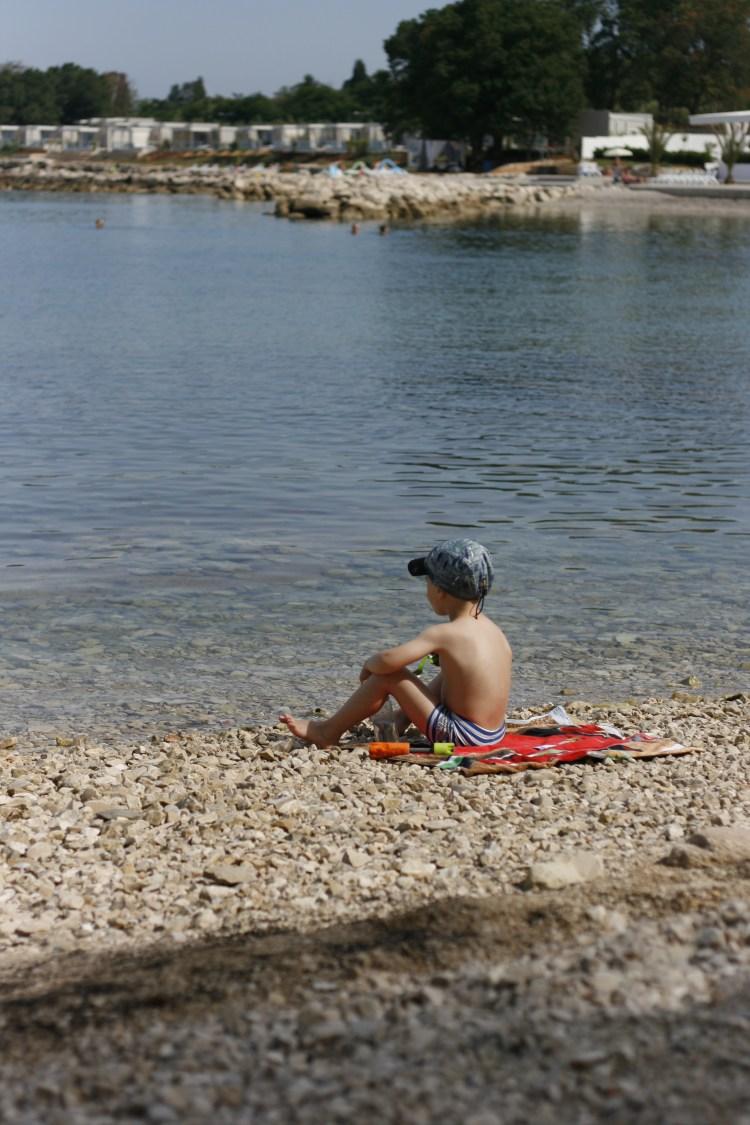 Am Strand des Campingplatzes Aminess Park Mareda