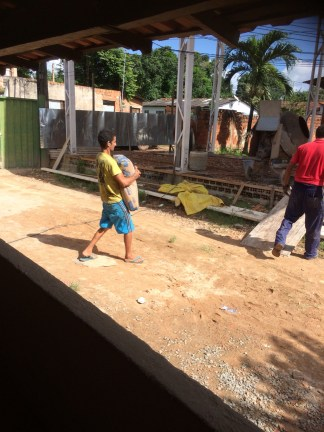 Isaias makes light work of 50kg bags of cement